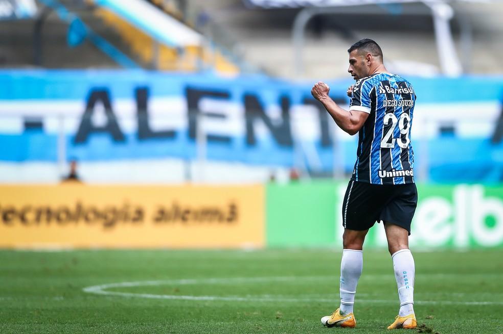 Diego Souza comemora um dos gols contra o Cuiabá, pela Copa do Brasil — Foto: Lucas Uebel/Divulgação Grêmio