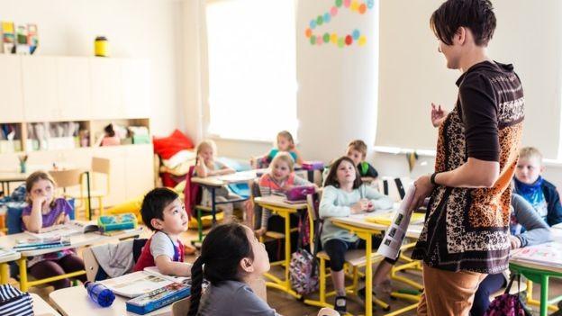O modelo de educação por competência tem sido aplicado em escolas de elite no mundo todo – mas ainda está começando (Foto: Getty Images/BBC)