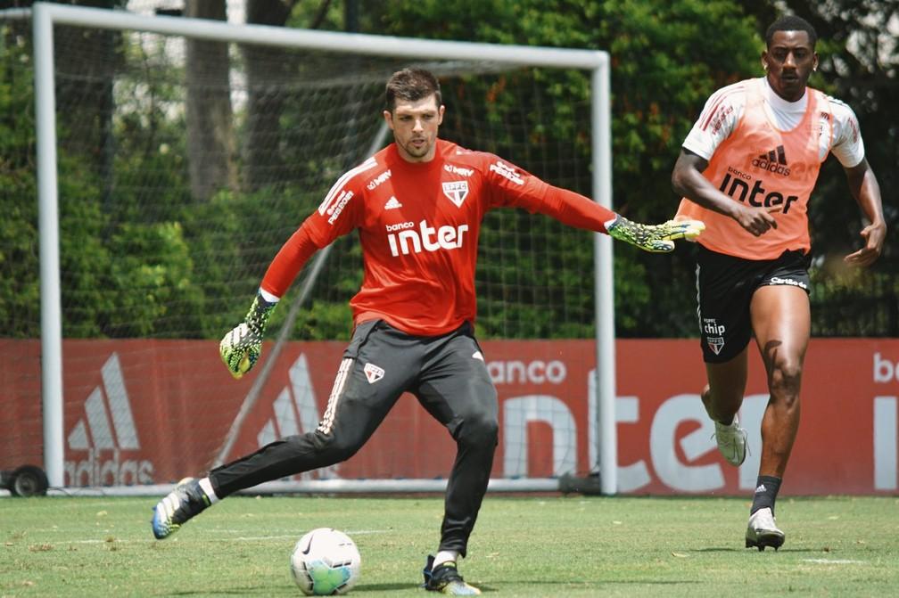 Tiago Volpi pediu para sair do São Paulo? Jogador e clube dizem se tratar de informação falsa — Foto: Reprodução/Twitter