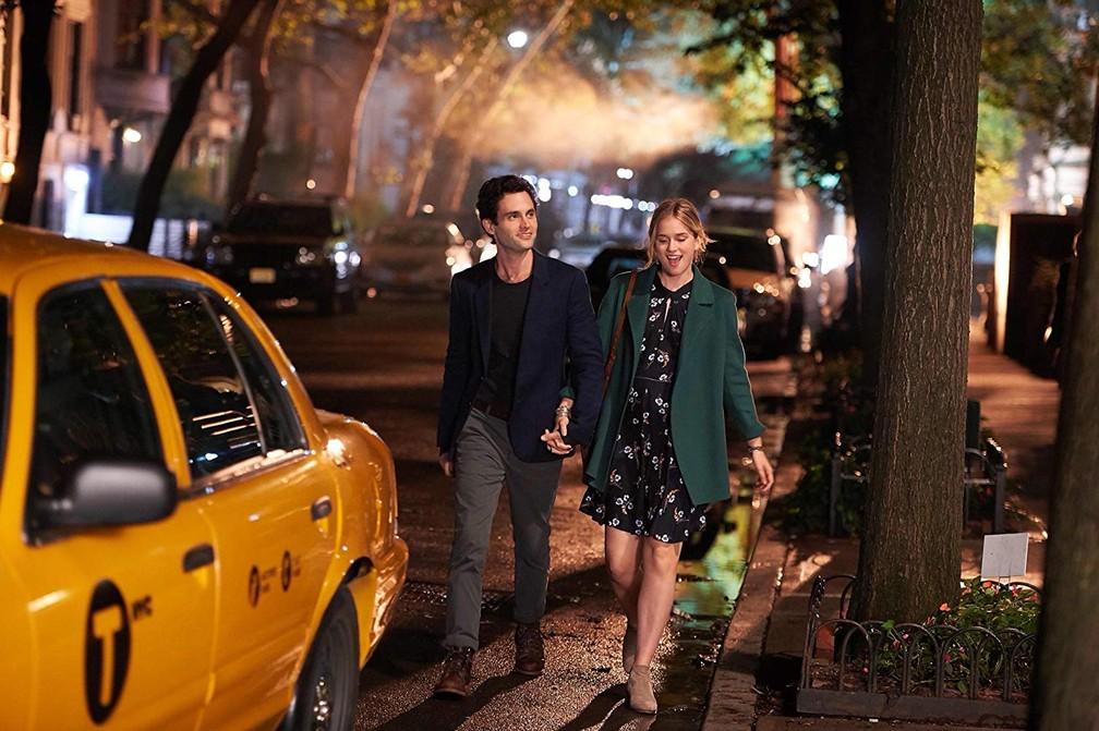 Série estreou na plataforma no final de dezembro e deixou algumas pessoas obcecadas com a obsessão de Joe (Penn Badgley) pela escritora Beck (Elizabeth Lail) — Foto: Reprodução/Netflix