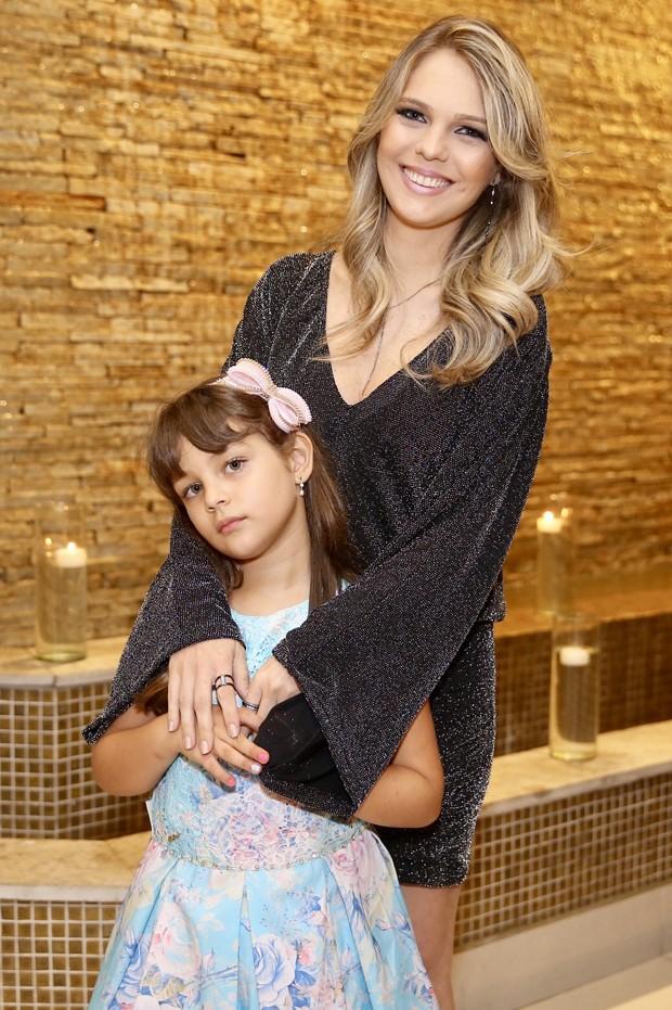 Thais Gebelein e a filha mais velha, Maria Sophia (Foto: Manuela Scarpa/Brazil News)