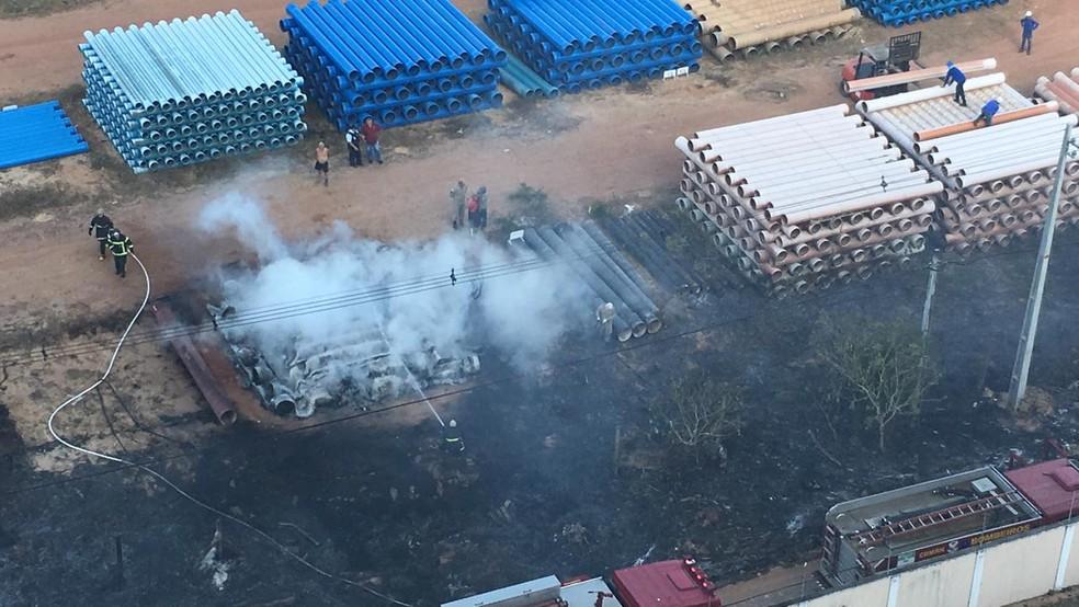 Fogo atingiu depósito da Companhia de Águas e Esgotos do Rio Grande do Norte (Caern) na Grande Natal — Foto: redes sociais