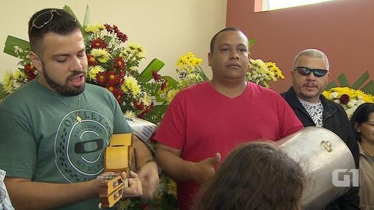 Com samba, aposentado que planejou 'despedida' é enterrado em Caçapava