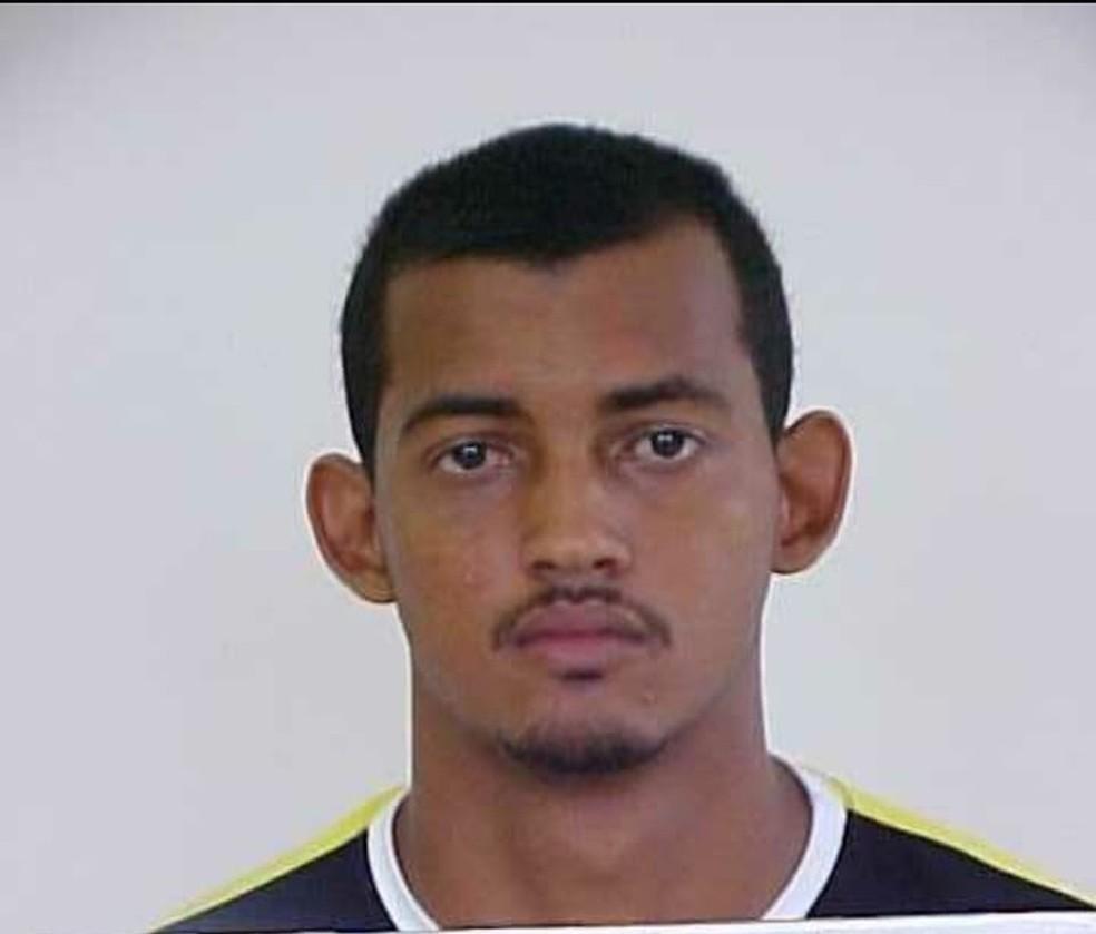 Evandilson Veloso de Oliveira é procurado pela polícia — Foto: Polícia Civil/Divulgação