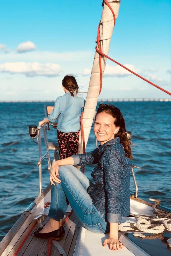 Fernanda Rodrigues em passeio de veleiro pelo Tejo (Foto: Reprodução / Instagram)