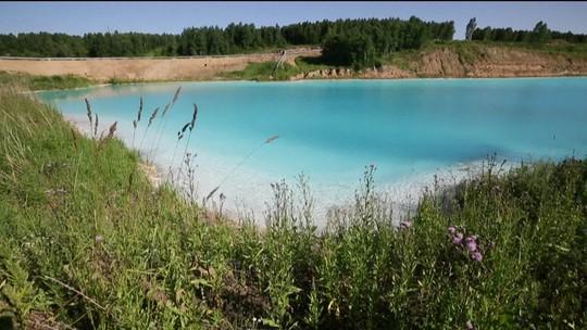 Lago tóxico, conhecido como 'Maldivas da Sibéria', vira atração na Rússia