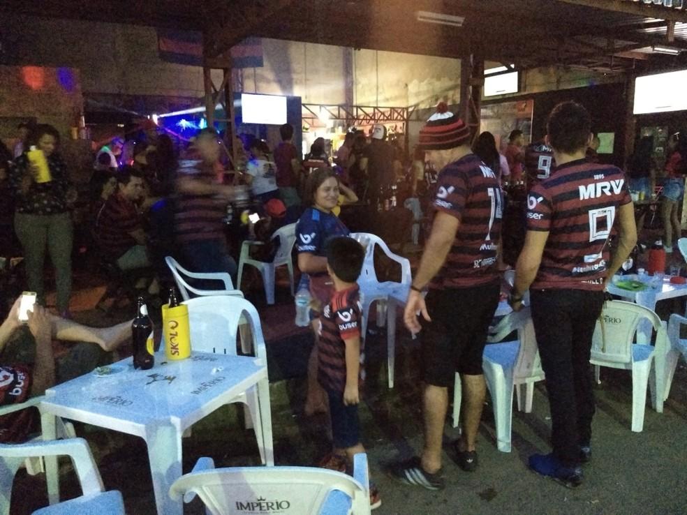 Rubro-negros também lotaram bar de Porto Velho para acompanhar a partida. — Foto: Diêgo Holanda/G1