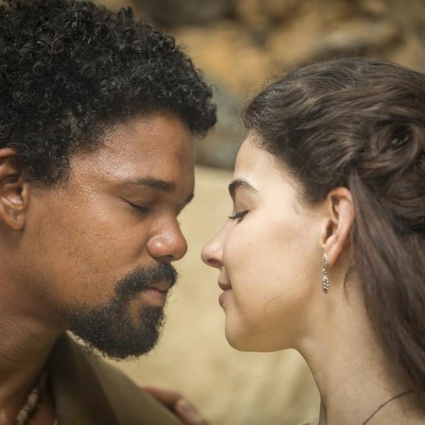 Samuel (Michel Gomes) e Pilar (Gabriela Medvedovski) formam casal central de Nos Tempos do Imperador (Foto: João Miguel Junior/TV Globo)