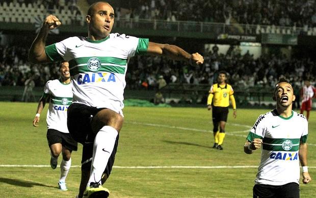 Deivid coritiba gol náutico brasileirão 2013 (Foto: Franklin de Freitas / Agência Estado)