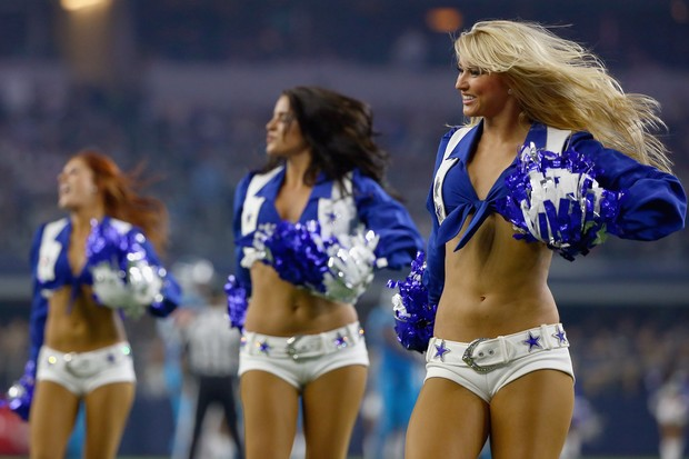 Cheerleaders do Carolina Panthers: conhecidas como TopCats, elas têm de remover ou esconder piercings e tatuagens (Foto: Getty Images)