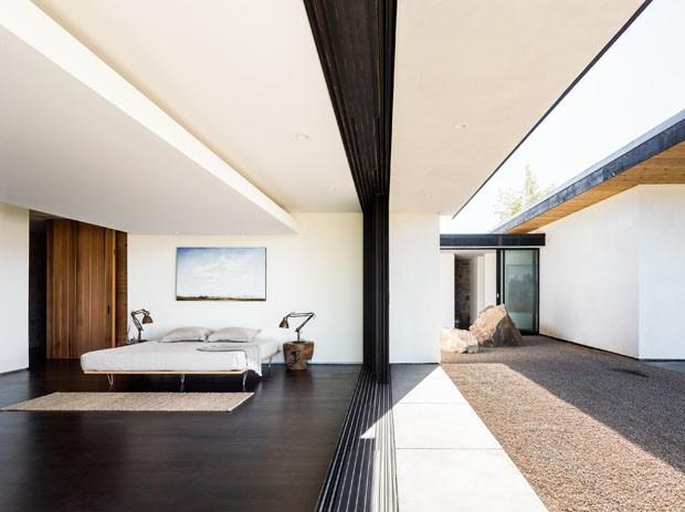 Casa modernista se abre para as montanhas na Califórnia (Foto: Joe Fletcher/ Divulgação)