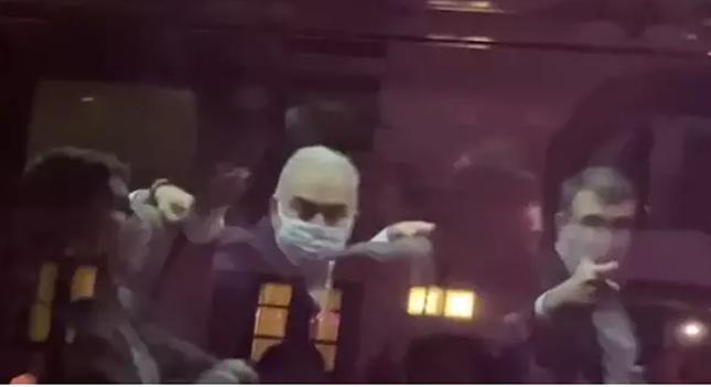 Na comitiva a NY, o ministro da Saúde surtou e exibiu o dedo do meio. O chanceler fez arminha