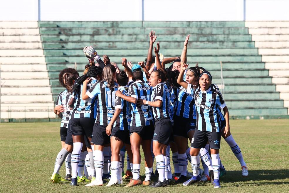 Time feminino do Grêmio treina e joga no Estádio Vieirão, em Gravataí — Foto: Jéssica Maldonado/Grêmio FBPA