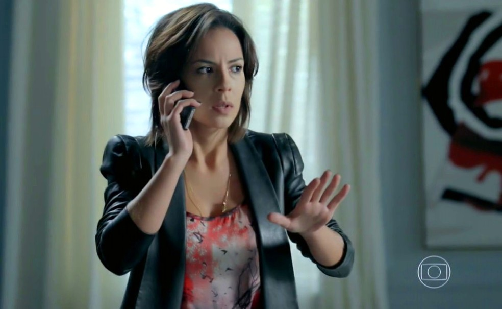Maria Clara (Andréia Horta) descobre que José Pedro (Caio Blat) foi preso por roubar os diamantes - 'Império' — Foto: Globo
