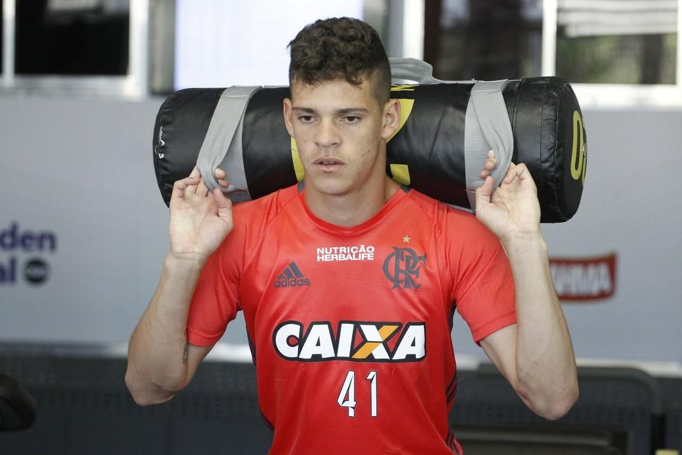Ronaldo volta ao Flamengo após passagem por empréstimo ao Atlético-GO (Foto: Gilvan de Souza / Fla TV)