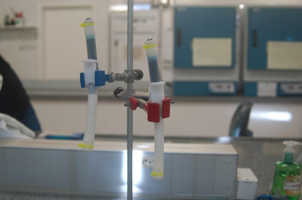 Experimento de filtragem de água feito por alunos do IFSC Xanxerê — Foto: Instituto Tim/Divulgação