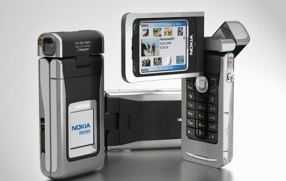 Nokia N90 inovou na maneira de fotografar com o seu flip giratório � Foto: Divulgação/Nokia