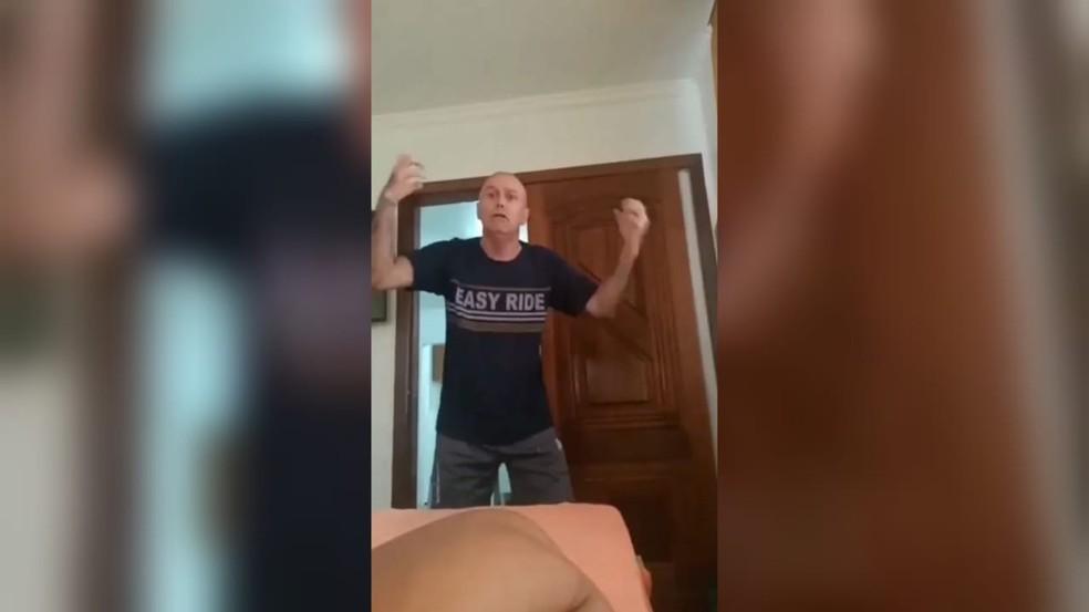 Policial militar da reserva admite ser racista em vídeo — Foto: Reprodução