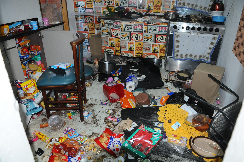 Casa onde criança era mantida acorrentada no barril é invadida e vandalizada em Campinas