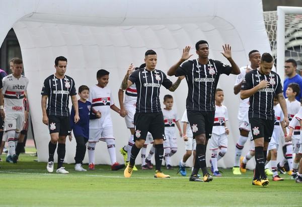 "Aula de futebol? Jadson rebate análise de Petros: ""Irrelevante"", diz 10 do Corinthians"