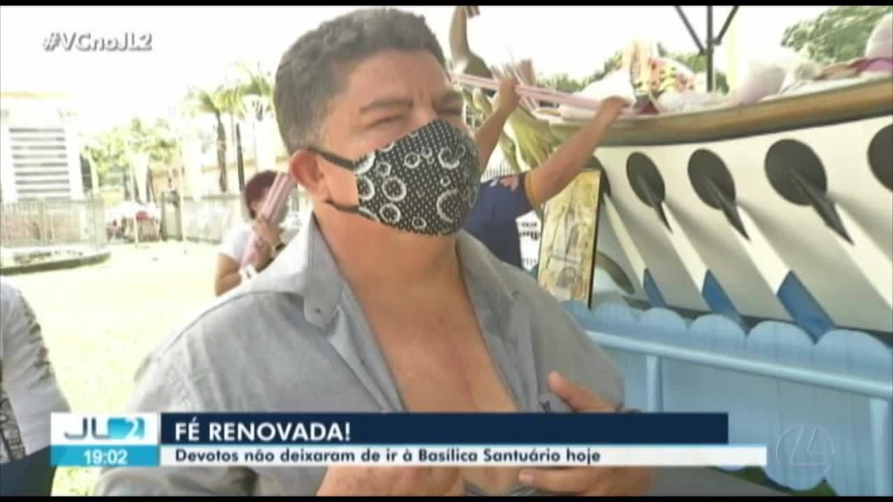 Apesar da pandemia, devotos não deixam de ir a Praça Santuário