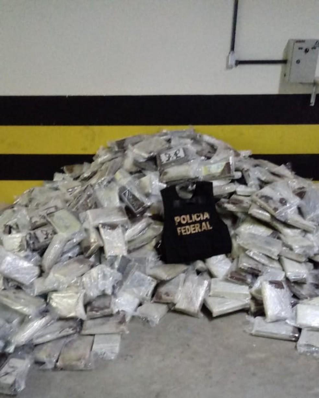 No total, a PF apreendeu 1,2 tonelada de cocaína na ação em Parnamirim — Foto: Divulgação/PF