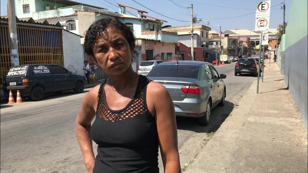 Cláudia Maria está desde 09h aguardando atendimento na UPA Norte — Foto: Raquel Freitas