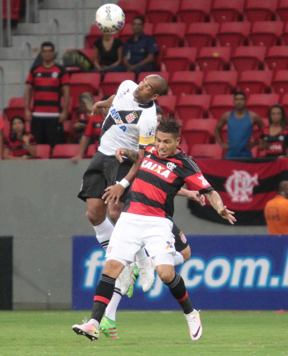 Guerrero contra o Vasco: polêmicas com Rodrigo e nenhum gol marcado (Foto: Ag. Estado)