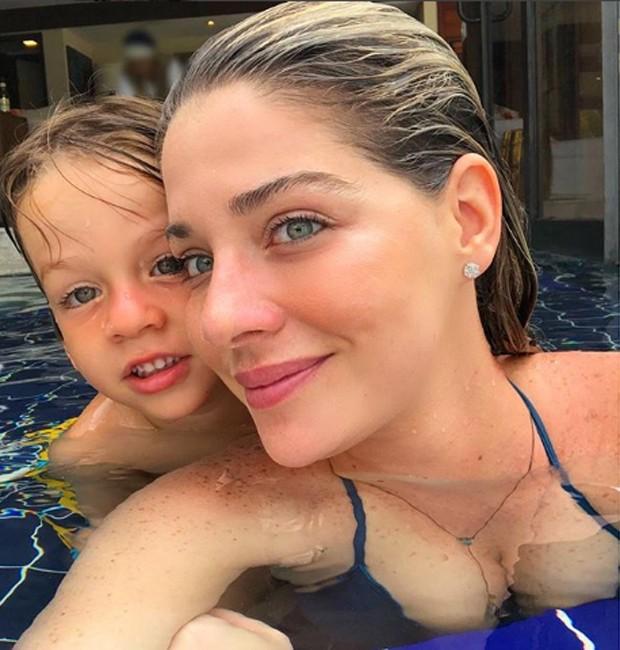 Luma Costa e o filho, ANtônio (Foto: Reprodução/Instagram)