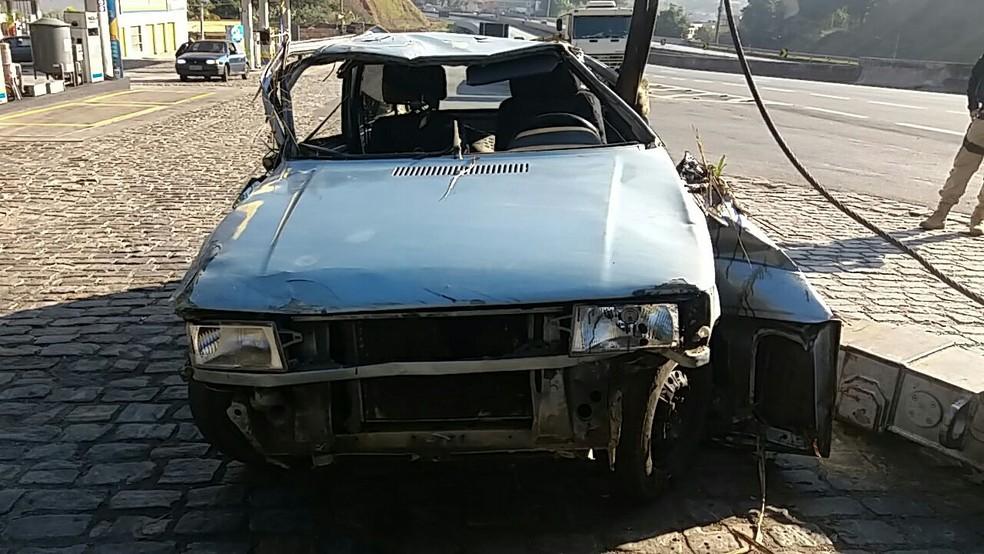 Carro cai em ribanceira e ocupantes fogem na Via Dutra, em Barra Mansa (Foto: Divulgação/PRF)