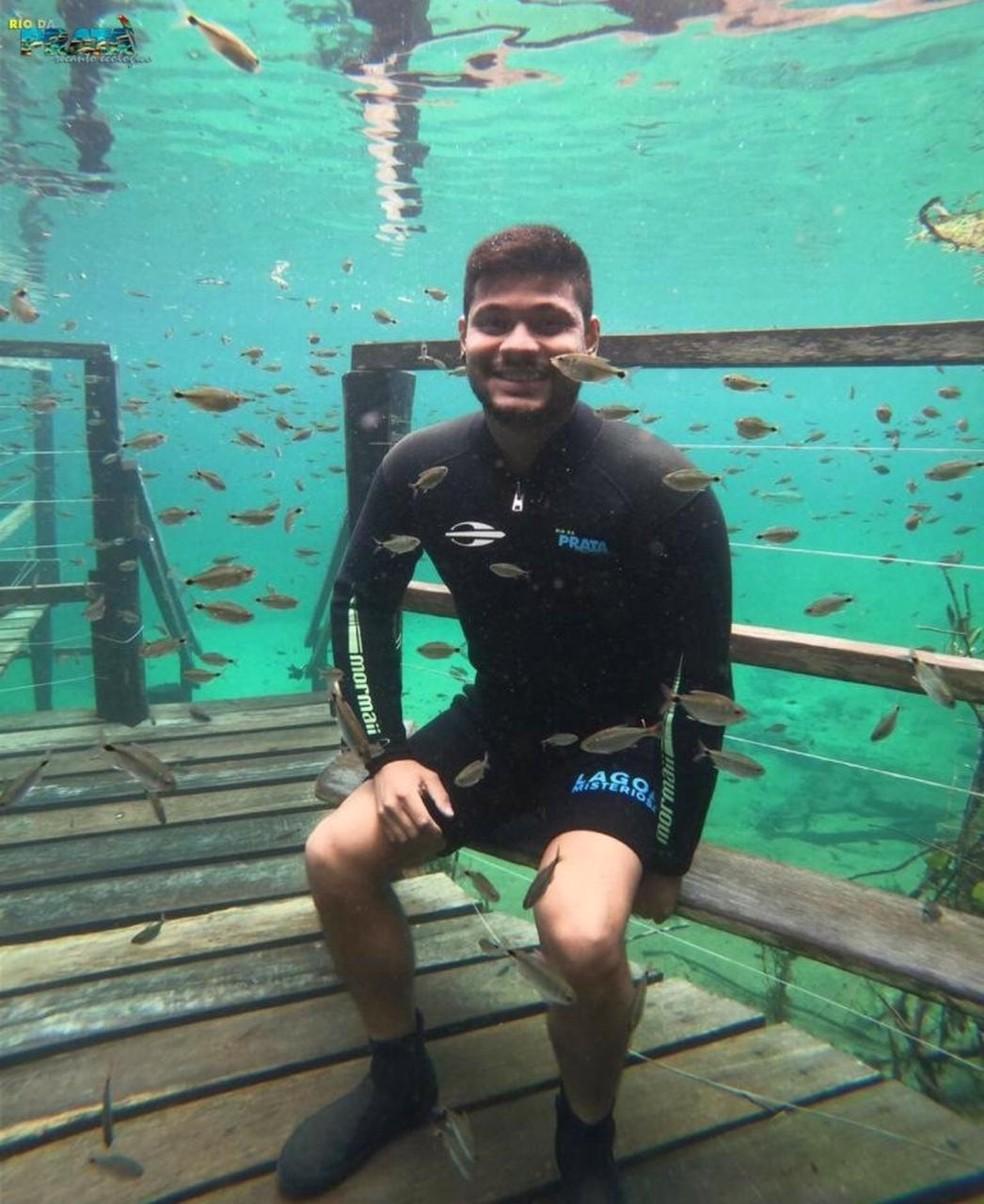 Fernando Maydana, na trilha submersa do Rio Olho'Dágua, em Jardim (MS). — Foto: Recanto Ecológico do Rio da Prata/Divulgação