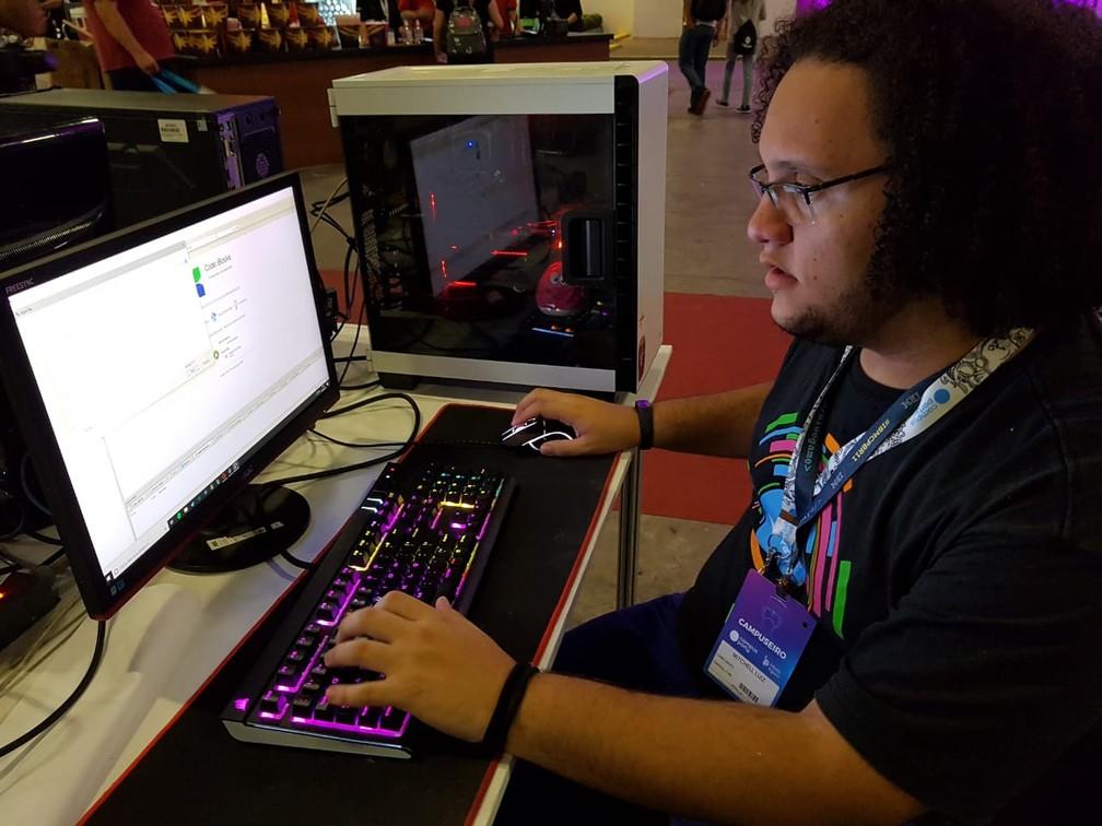 Mitchell Luiz, 20 anos, veio de Cuiabá (MT) para a Campus Party 2019 — Foto: Guilherme Fontana/G1