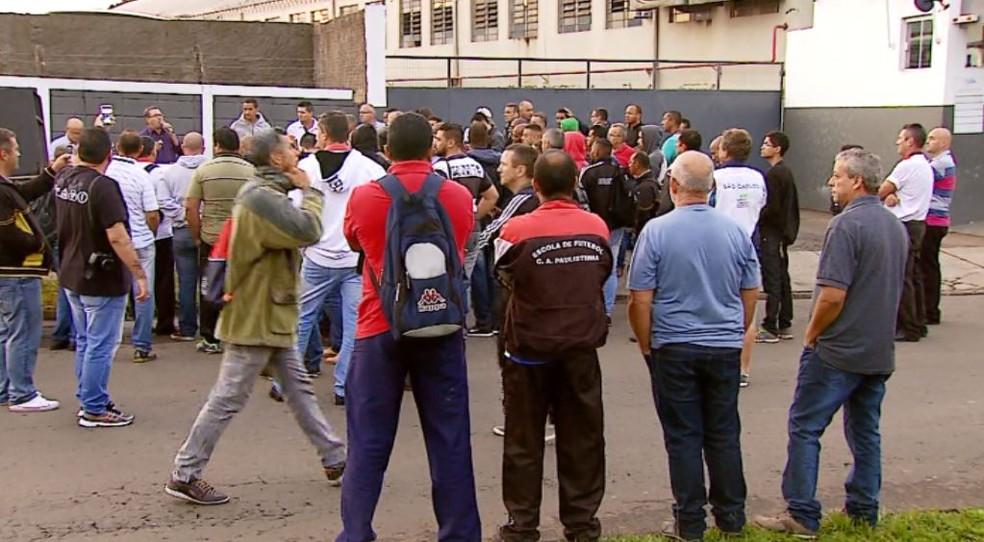 Motoristas paralisam serviço de transporte coletivo em São Carlos (Foto: Reprodução/ EPTV)