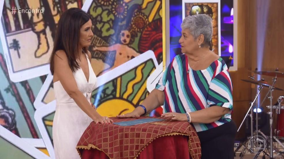 Fátima brinca que está nervosa com as previsões para 2019 — Foto: TV Globo