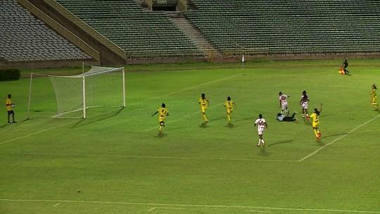 Na Série A2 do Brasileiro feminino, meia dribla goleira, tem gol aberto, mas isola