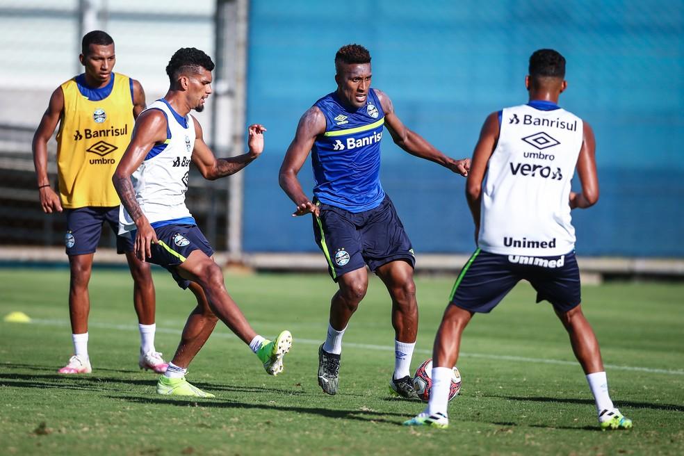 Cortez, Rodrigues e Léo Chú em treino do Grêmio — Foto: Lucas Uebel/Grêmio
