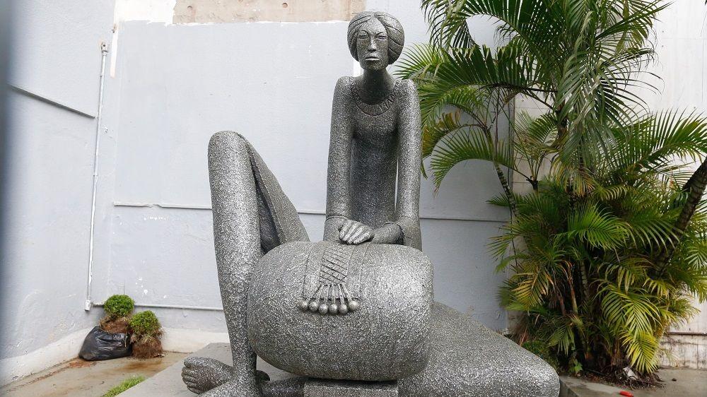 Escultura 'Mulher Rendeira' é restaurada e retorna à Fortaleza quase um ano após ser encontrada destruída