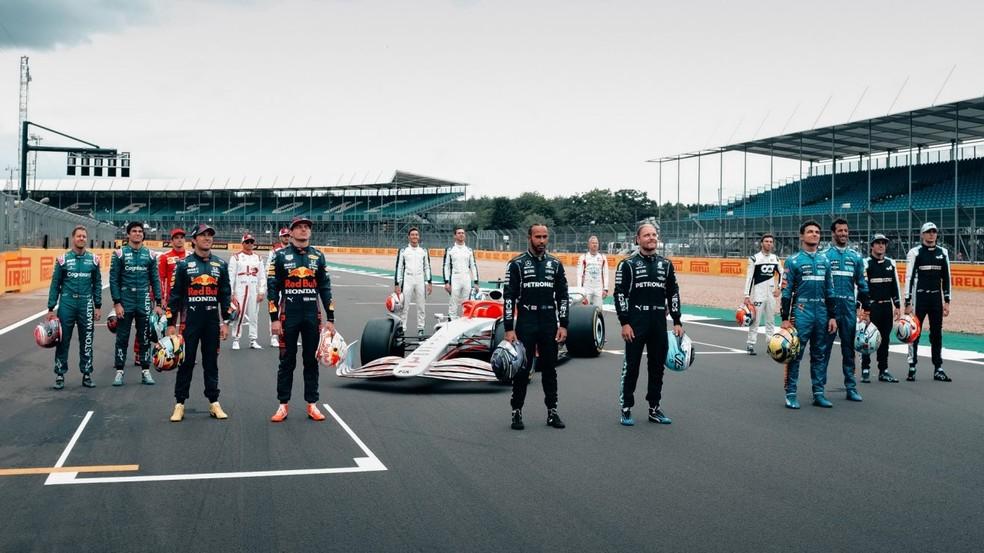 Os pilotos conheceram o novo carro para a temporada de 2022 — Foto: Divulgação