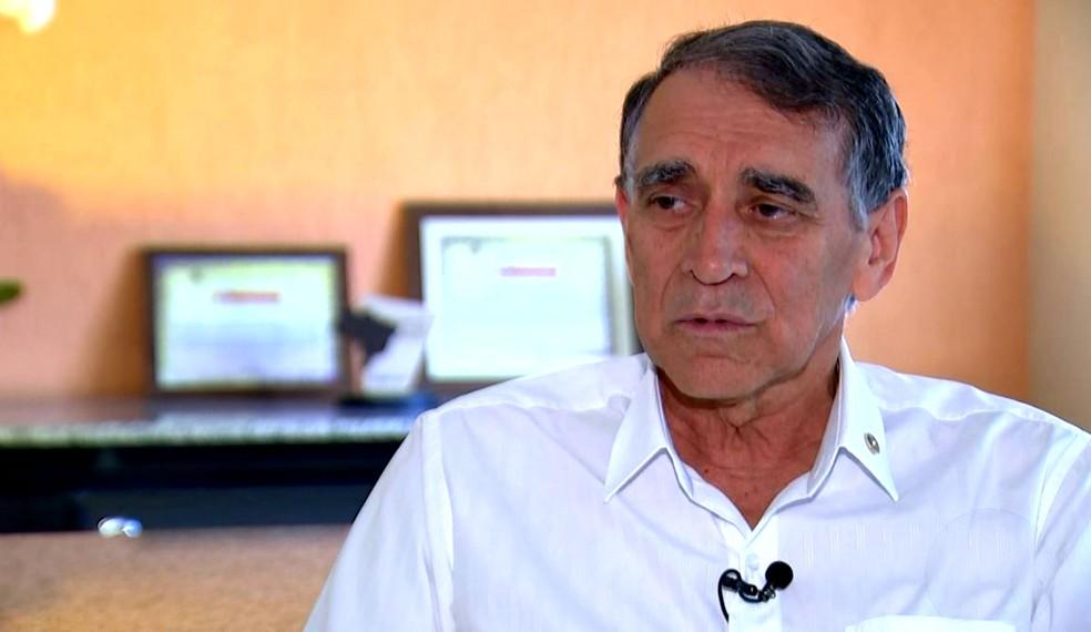 Valdeir Fagundes de Queiroz, diretor geral do HC: sem prazo para instalação de um novo equipamento (Foto: Reprodução / TV TEM)