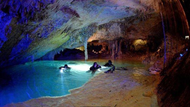 Especialistas em computação gráfica tentarão recriar interior de cenotes em imagens em 3D (Foto: Kent Stone via BBC News)