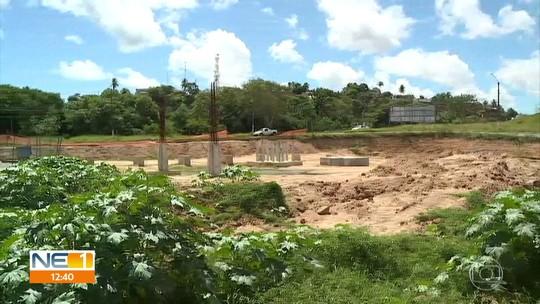 Obras paradas em terminal atrasam viagens de ônibus no Grande Recife