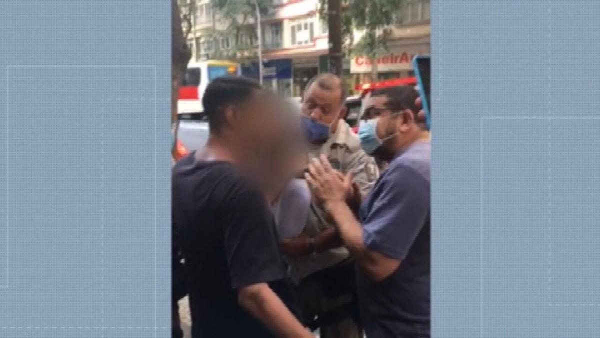 Testemunhas afirmam que guardas municipais agrediram motoboy em Copacabana
