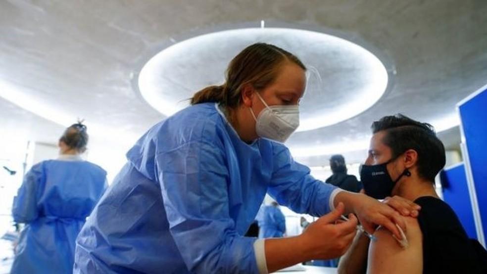 Casa Branca alterou seu posicionamento na Organização Mundial do Comércio para se colocar a favor da quebra de patentes das vacinas contra a Covid-19 — Foto: Reuters/Via BBC