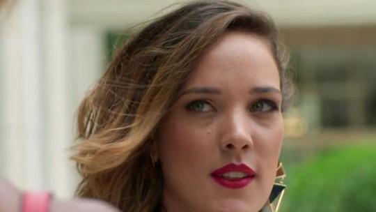 Teaser: Lorena investiga interesse de Carolina em conversar com Lili