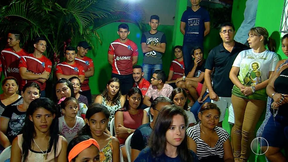 Familiares e amigos estiveram presente para celebrar o aniverário de Hugo Lucas (Foto: Reprodução/Inter TV Cabugi)
