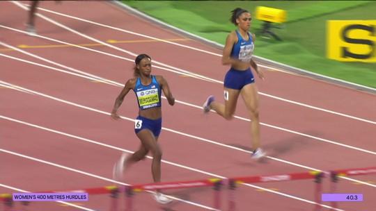 Dalilah Muhammad bate recorde mundial e leva ouro nos 400m com barreiras no Mundial de Atletismo