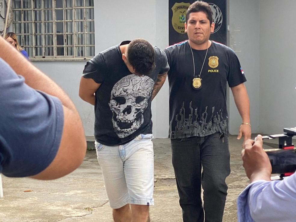 Jovem suspeito de roubar três veículos foi preso em Manaus nesta segunda-feira (10) — Foto: Carolina Diniz/G1AM