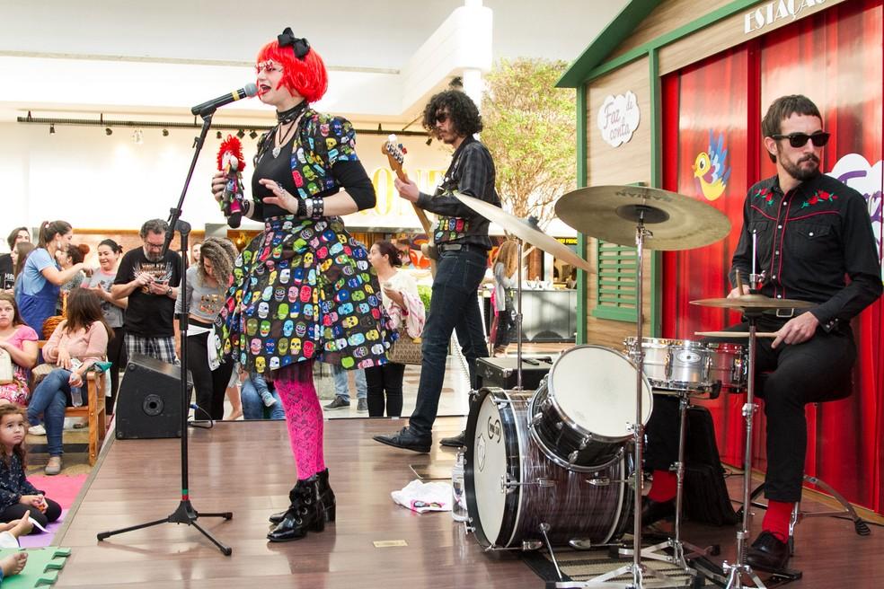 A artista Alexandra Scotti, juntamente com um trio de músicos, dará vida às canções da rainha do rock brasileiro. — Foto: Divulgação.