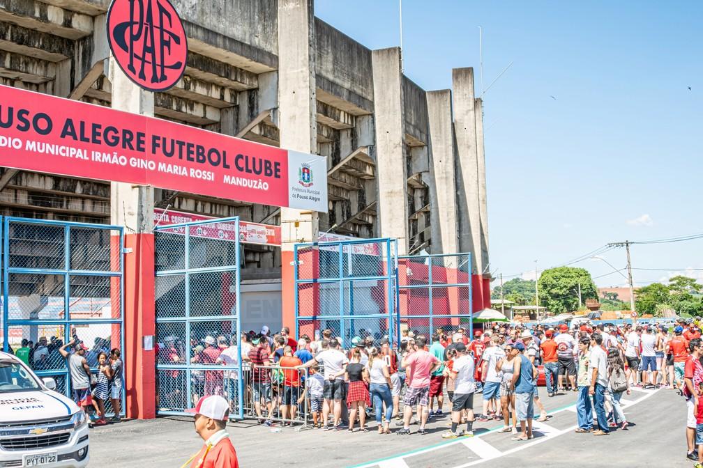 Pouso Alegre já vendeu cerca de 6 mil ingressos para final contra o Betim — Foto: Enéas Chiarini Jr / GloboEsporte.com