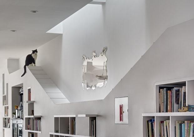 Uma casa feita para apaixonados por gatos e livros (Foto: ©2017 Francis Dzikowski/OTTO)